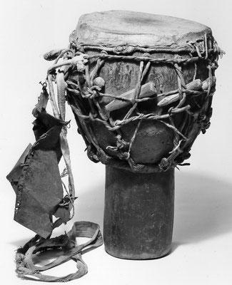 Jembe from Guinea, ca. 1938 (Coll. Musée de l'Homme, Paris)