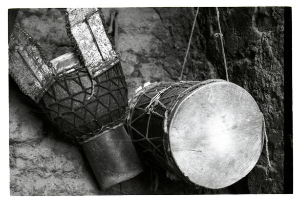 Instruments in a Bamako professional's stowage (1995)