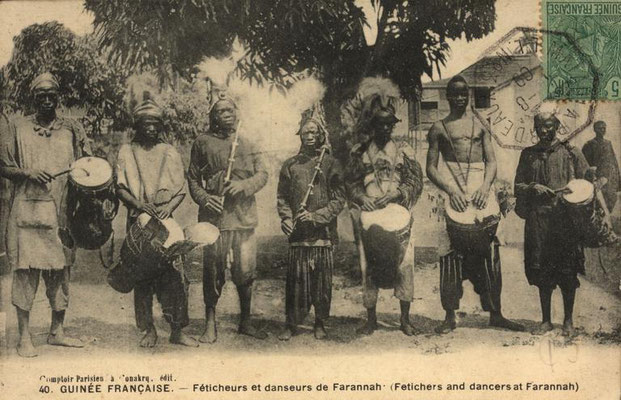 Travelling professional musicians (jembe, tama, and flute) in Faranah (northern Guinea), partly identical with musicians of above image