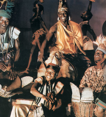 Ballet National de Guinée (ca. 1964); all jembes show leather-strap fastening (no iron rings nor synthetic ropes). From Ballets Africains (1964-LP]), Festival. Bel Air 411043.