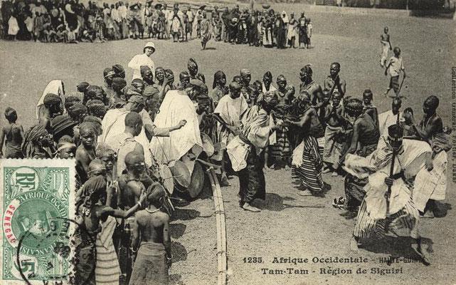 Jembe and dundun players in Siguiri (northern Guinea)