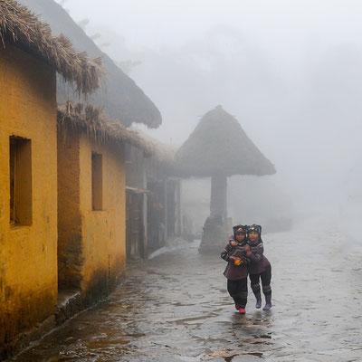 M.Baché: Deux filles dans la brume 513eme