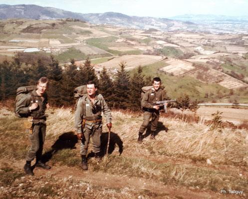 Monts du Lyonnais : le LTN MONDOULET (futur général dans la Gendarmerie !) chef de section et ses adjoints, avec le PM, SGT CHIARRI.