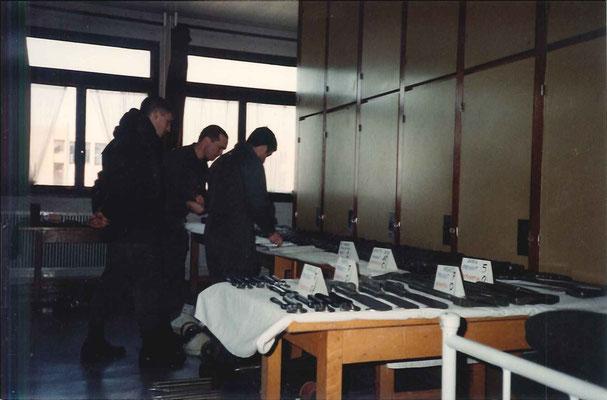 Préparation au contrôle de l'armement de la 4e cie sous le contrôle de son CUE