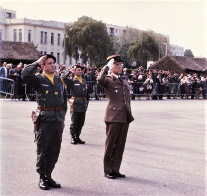 Au premier plan, lcl ROUX-MAYOUD, cdc du 299e R.I. et col SILVESTRE commandant la 114e Division d'Infanterie/Dérivée