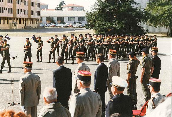 Fin du défilé devant les autorités.