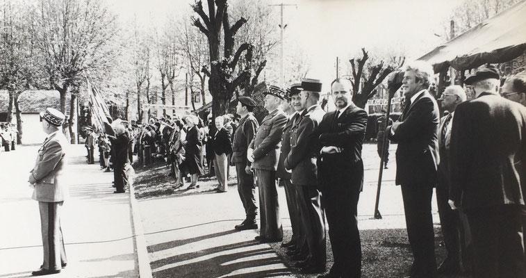 1978, cérémonie (arrivée des VAB ?) en présence de Charles Hernu, député maire de Villeurbanne