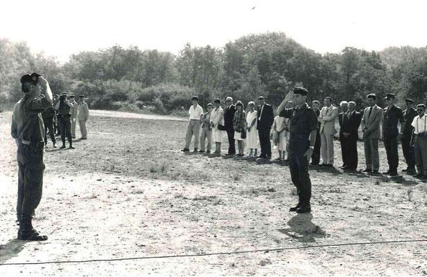 Le LCL Marin présente le régiment au GBR Chaix