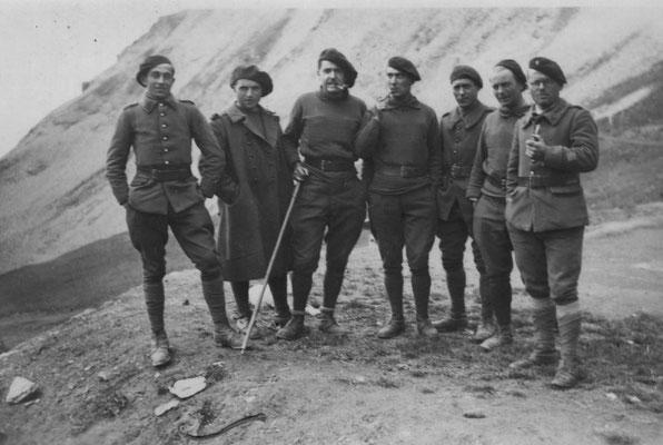 René GENOUX, 2e à partir de la gauche ?