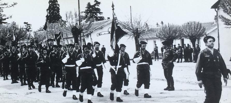 Le régiment derrière son chef de corps