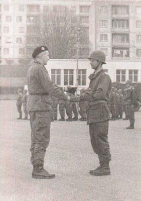 COL BAUDOT, chef de corps du 99e R.I., CNE GINDRE commandant la 6e Cie.