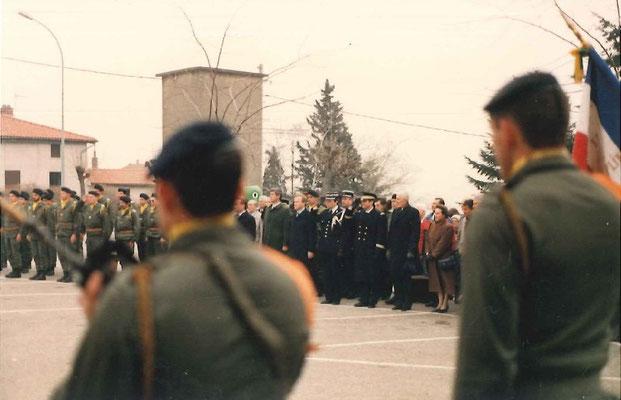 A g. de la photo, le carré des 34 cadres du 299 participant à la cérémonie.