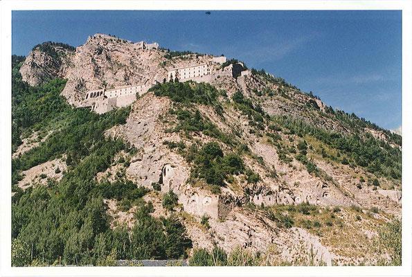 Fort de Tournoux (Ubaye-1515m) d'origine Séré de Rivière, partie de la Ligne Maginot des Alpes, base feu de l'artillerie.