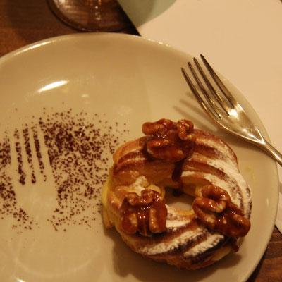 Zeppola con crema pasticciera e noci caramellate by Pozzo Bianco