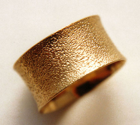 Punzenspuren • Ring 2007 • Gold 585 • private collection