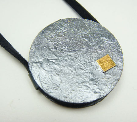 master moon Ø 36 mm • Silber geschwärzt, Gold 999 • zwei Ösen, flach • private collection
