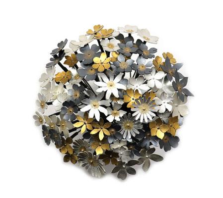 Flowers of Hope and Freedom • Ohrschmuck 2020 • 39 Ohrstecker zu einem Strauß vereint • Gold 999, Gold 900, Silber