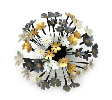 Flowers of Hope and Freedom • Ohrschmuck 2020 • 24 Ohrstecker zu einem Strauß vereint • Gold 999, Gold 900, Silber