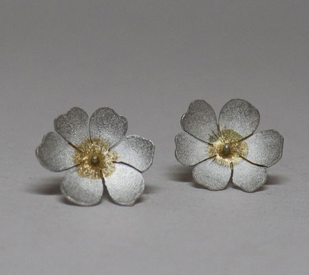Flowers of Hope and Freedom • Ohrschmuck 2020 • Gold 999, Silber • Keum Boo