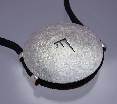 Karmapa KA Ø 42 mm • Silber teils geschwärzt • vier Ösen
