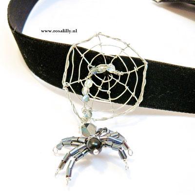 Spinnen chocker, zwart fuweel met handgemaakte spinnenweb en spin, leuk voor Halloween