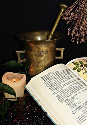 Blog over de kruiden apotheek van Claire Fraser, Belladonna en fantasy sieraden bij je verhaal