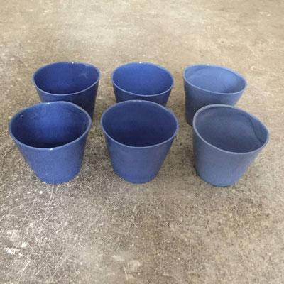 Petites tasses à café en 3 teintes de bleu. Porcelaine. Brigitte morel