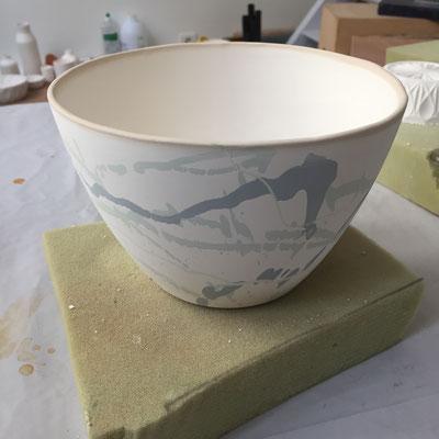Bol avec décor sorti du moule. Porcelaine. Brigitte Morel