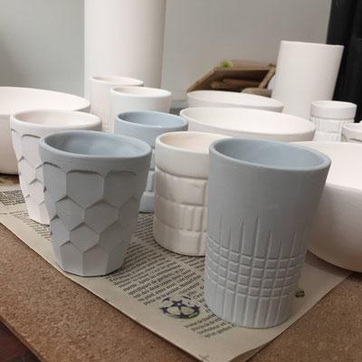 Tasses à café avant cuisson. Porcelaine. Brigitte Morel