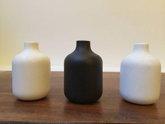 Petits vases de porcelaine. Brigitte Morel