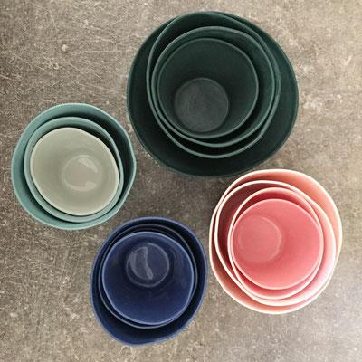 Séries de tasses emboîtées. Porcelaine Brigitte Morel
