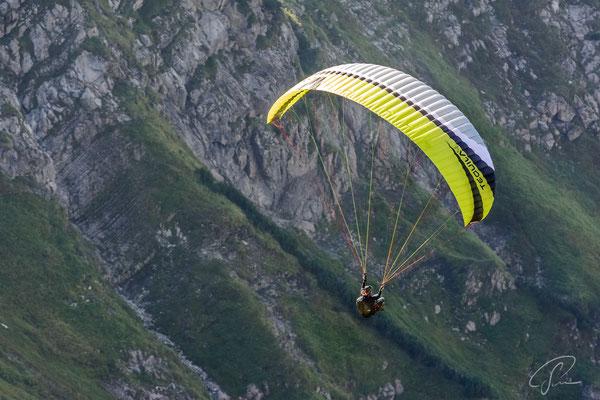 Gleitschirmflieger am Nebelhorn
