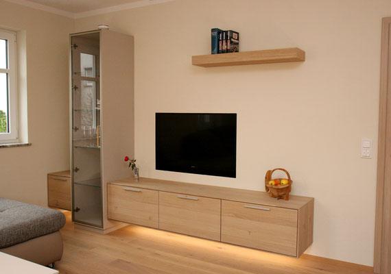 TV Lowboard und Regal mit Glastür nach Maß