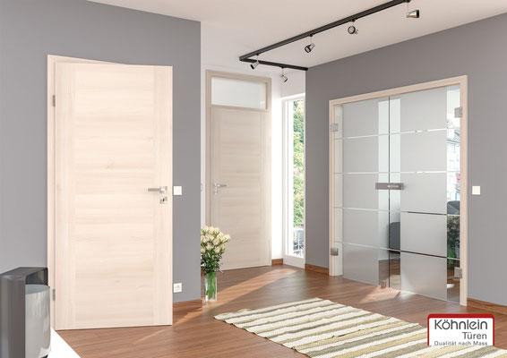 weiße Holztür von Köhnlein