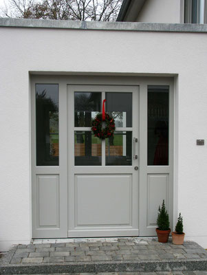 Haustür mit Fenstereinsätzen