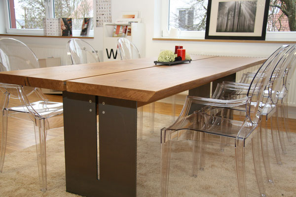 Großer Esstisch aus Holz mit Stahlfuß aus der Schreinerei Wiedmann