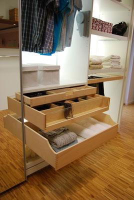 Schubladen für mehr Ordnung im Schrank