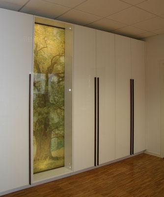 Weiße hohe Schrankwand optimal für den Eingangsbereich