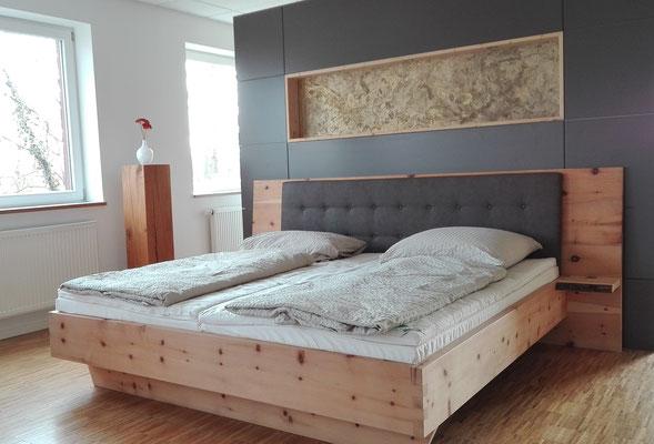 Maßgefertigtes Bett vom Schreiner aus Zirbenholz