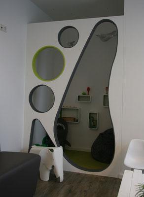 moderne Praxiseinrichtung des Wartezimmers gebaut von Wiedmann