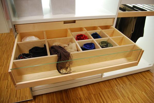 Praktische Innenaufteilung in Schubladen