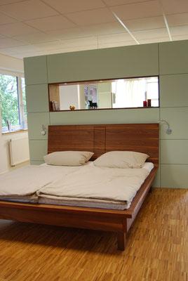 Doppelbett aus massivem Holz