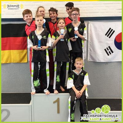Kampfsport Turnier der IBF Deutschland mit einem Teil der Leistungsgruppe der Kampfsportschule V002
