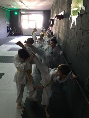 Thema Beweglichkeit durch Sport - Kinder Karate 001