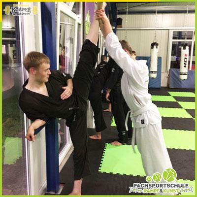 Lukas Oltmann zeigt uns hier, dass jahrelanges und hartes Kampfsport Training mit Können und Skills belohnt wird.