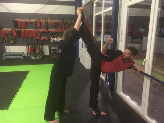 Thema Beweglichkeit durch Sport - Kinder Karate 005