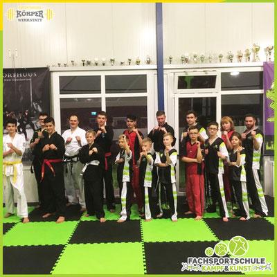 Andrej Sabodowski und Kampfsportler des SV Ofenerdiek zu Besuch in der Kampfsportschule - Fachsportschule Kampf und Kunst Friesoythe