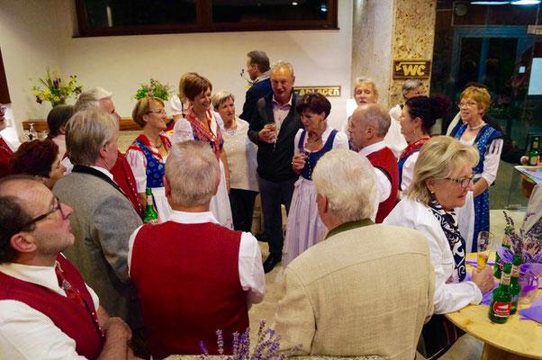 Nach dem Konzert wird entspannt, natürlich mit Gästen und Kärntnerliedern - Volksliedchor Bad Kleinkirchheim