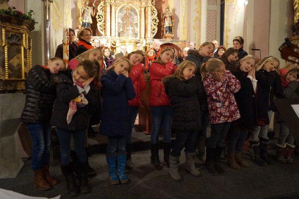 Der Chor der Volksschule unter der Leitung von Doris Ertler gestaltet das Adventkonzert mit - Volksliedchor Bad Kleinkirchheim
