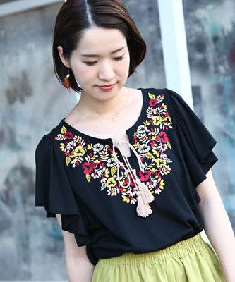 花柄刺繍フレアー袖Tシャツ